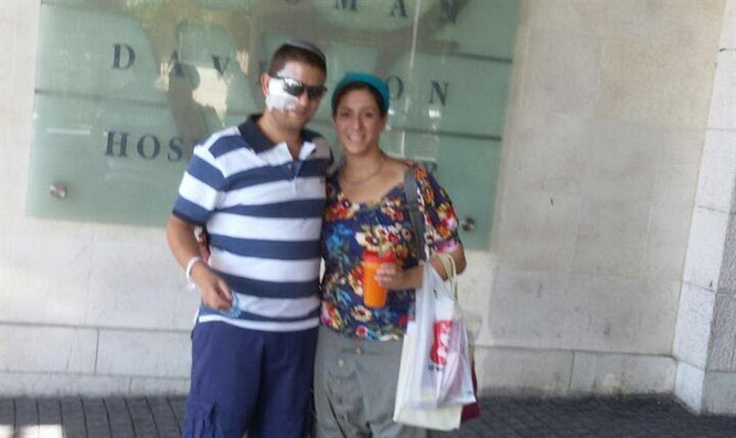 Gilboa and his wife leaving the hopital
