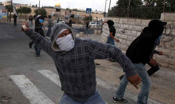 Throwing rocks in Silwan (file)