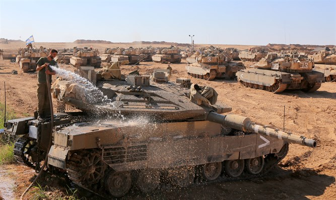 Tanks near Gaza border