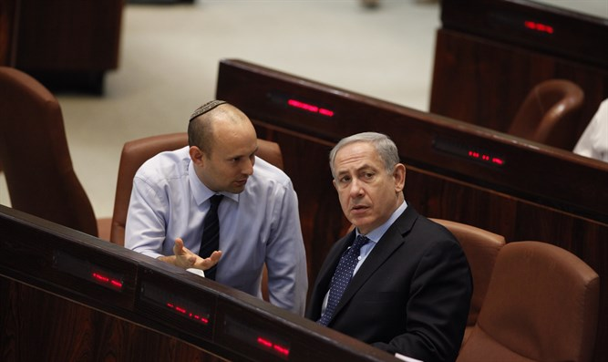 Netanyahu speaks with Bennett in the Knesset