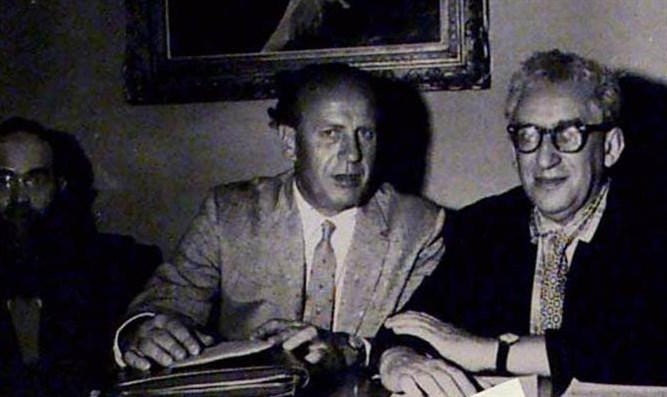 Oskar Schindler (center)