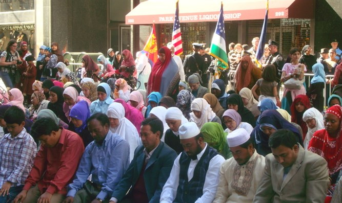 Muslims Pray on NY Streets