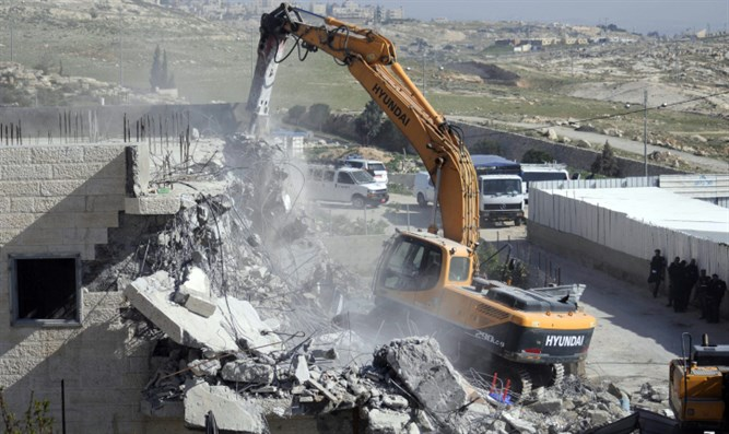 Illegal Arab building demolished (archive image)