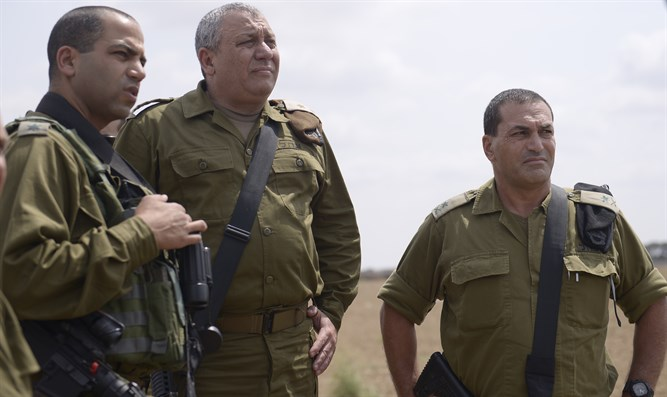 Zamir and Eizenkot on the border