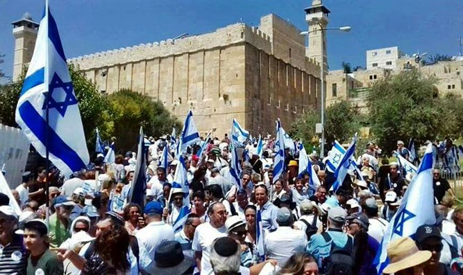 Israelis gather outside of Tomb of the Patriarchs in Hevron