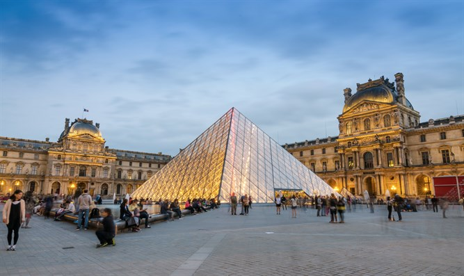Louvre, Paris (file)
