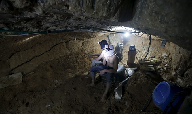 Smuggling tunnel between Egypt and Gaza