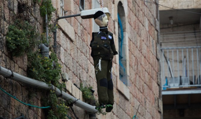 Dummy dressed as soldier hanged in effigy in Meah Shearim (illustrative)