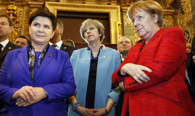 Polish PM Szydlo (L), UK PM May (C), Chancellor Merkel (R),