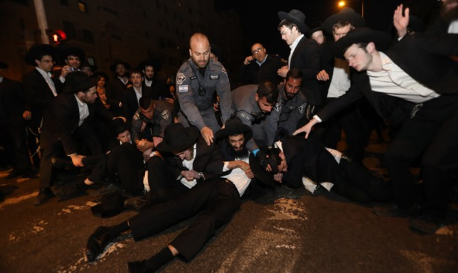 Haredi demonstrators in Jerusalem protest draft law