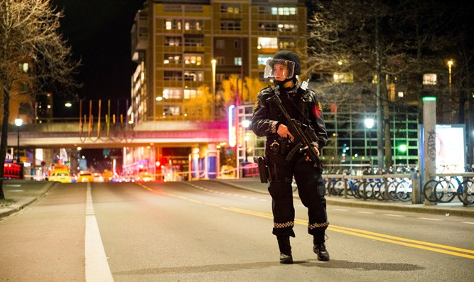 Police block area in central Oslo