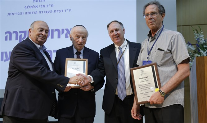 MK Eli Alaluf awards Claims Conference management an official certificate of appreciation