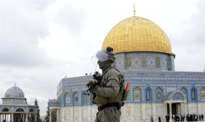 Israeli policeman on on Temple Mount,