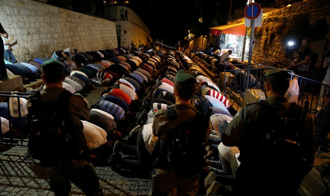Jew Detector: Arabs Riot As Cabinet Discusses Friday Prayers