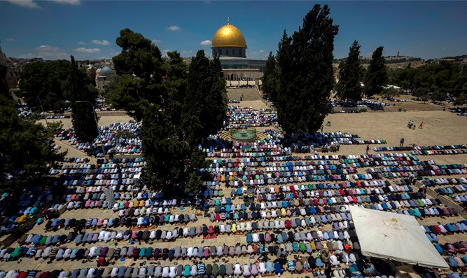 Muslim prayers on Temple Mount (archive)