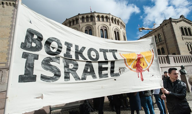 Banner calling for boycott of Israel