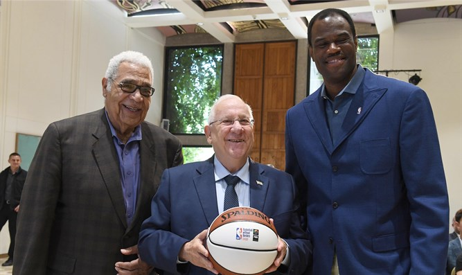 President Rivlin with NBA Hall of Fame members David Robinson, and Wayne Embry