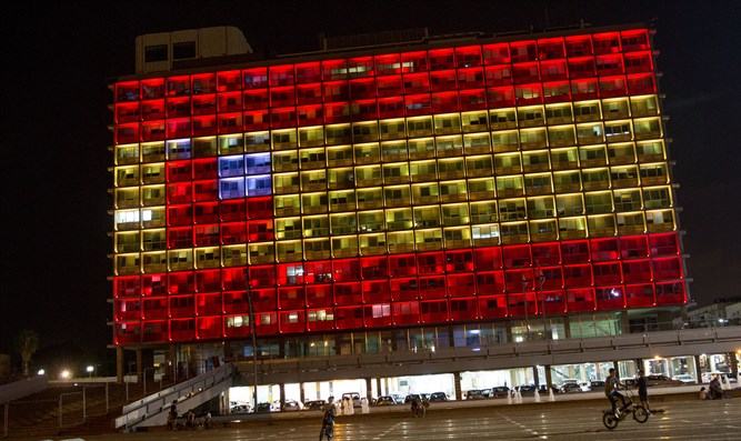 Tel Aviv municipality building lit to depict Spanish flag