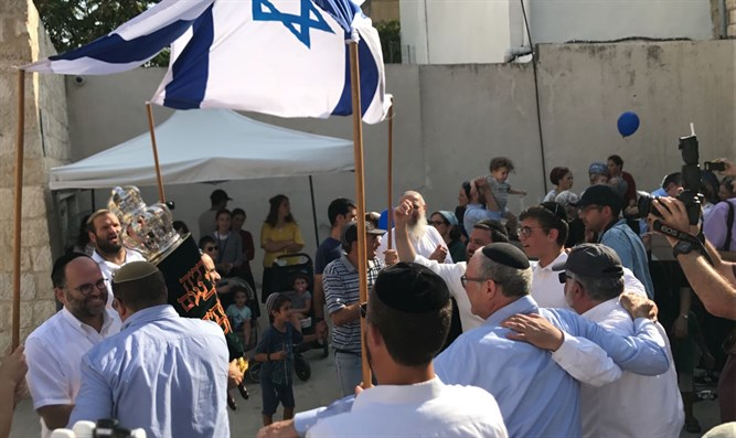 Celebration marking dedication of Torah scrolls in Kfar HaShiloach