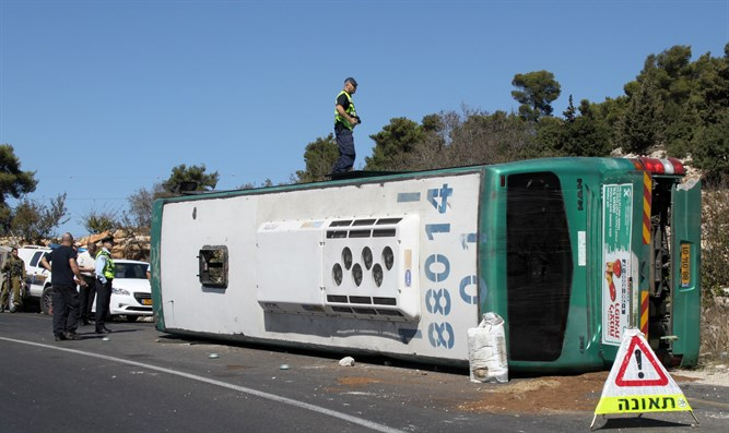 Bulletproof bus driving from Kiryat Arba to Jerusalem overturned near Gush Etzion junction