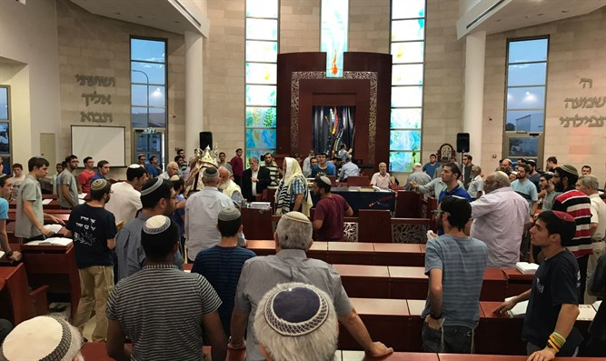 Prayer service in Netzer Hazani