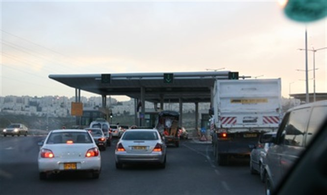 Hizma Checkpoint at entrance to Jerusalem