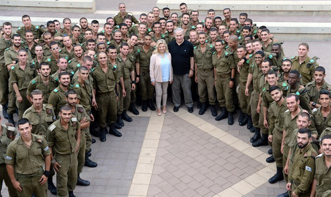 Netanyahus with Golani soldiers, today