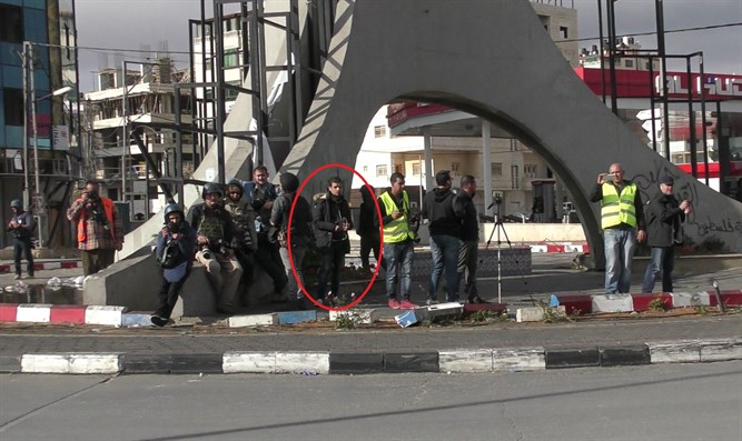 The terrorist surrounded by journalists