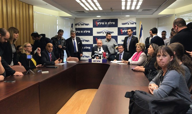 Liberman at party meet attended by forum members