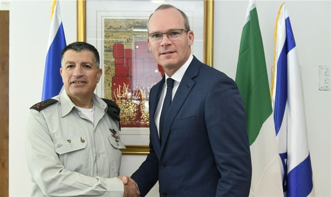 Irish Deputy Premier with COGAT