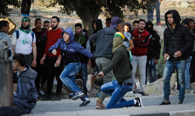 Arab rioters near Shechem in Samaria
