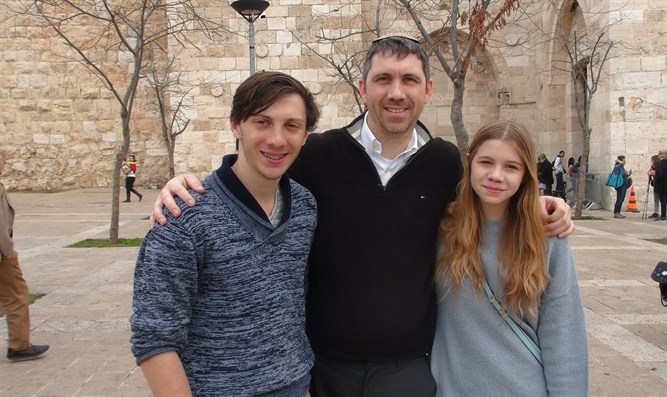Brother and Sister come to Israel