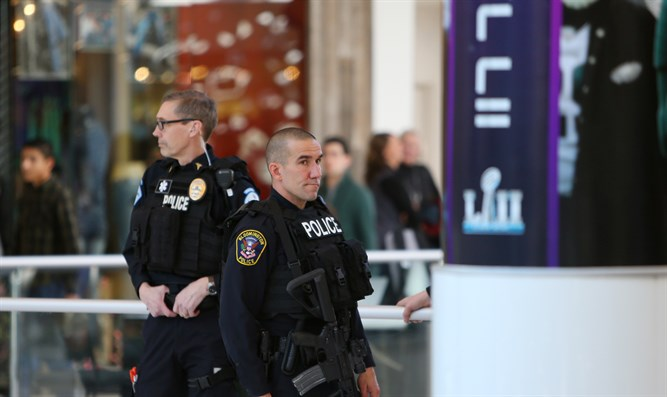 Police officers on patrol at Mall of America, MN