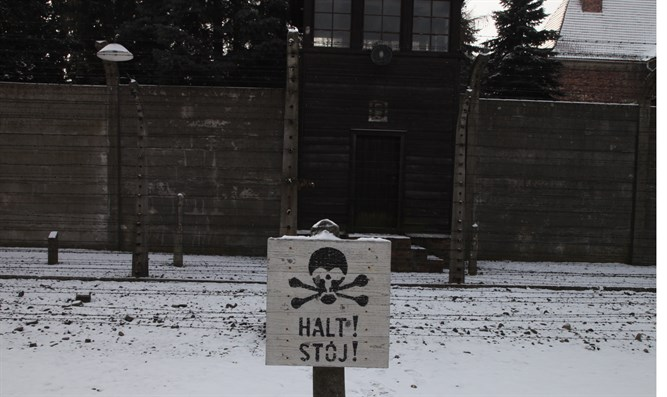 Sign at Auschwitz in German and Polish