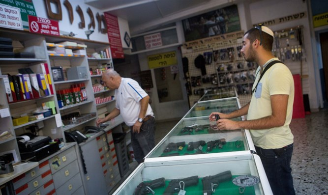 Israelis buy guns in Jerusalem, Oct. 11, 2015
