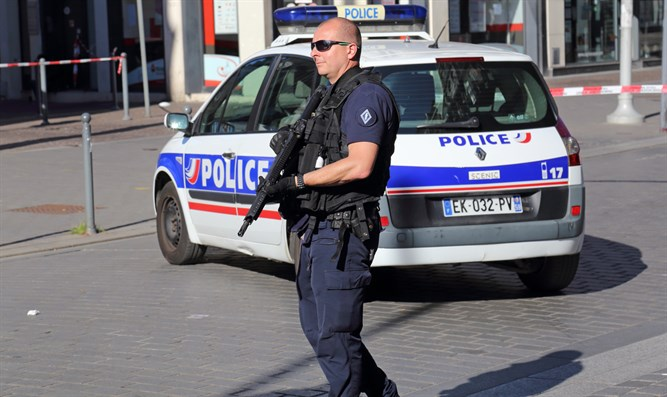 French police officer (stock)