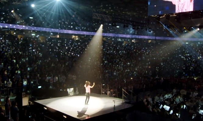 Watch 12 000 Voices Join Together For Israel S 70th