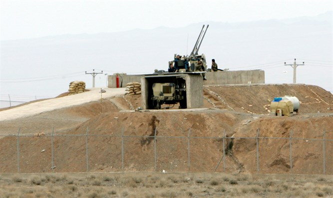 Iranian soldiers guard anti-aircraft battery, Natanz uranium enrichment facility