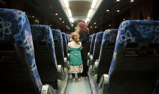 Syrians on bus drive through Israel to Jordan