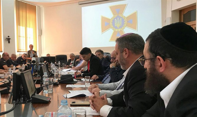 United Hatzalah's  Dov Maisel and Rabbi Hillel Cohen at meeting in Ukraine