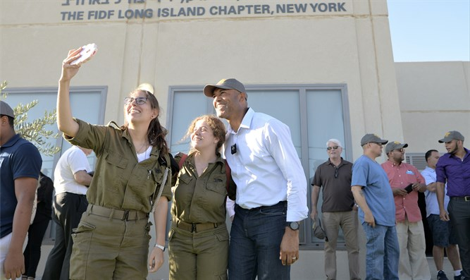 Mariano Rivera with soldiers of the Michve Alon IDF base