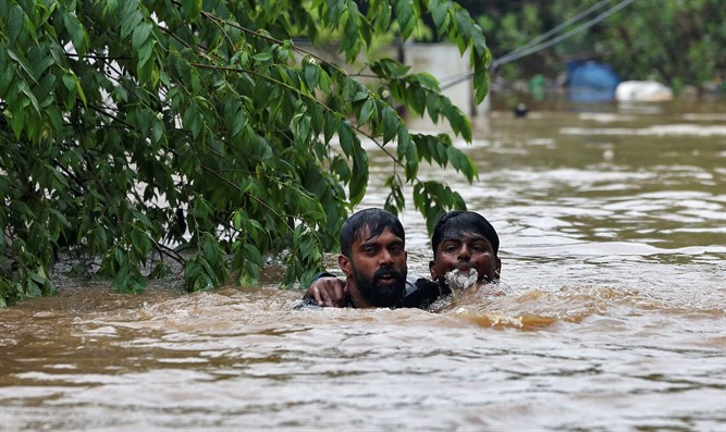 Rescue of the drowning man in floods in India