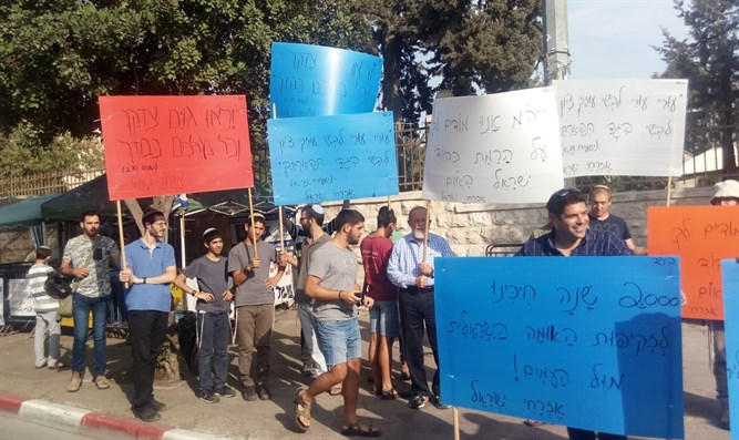 Demonstration in front of Netanyahu's house