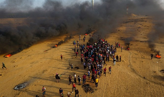 Muslim rioters, Gaza border with Israel
