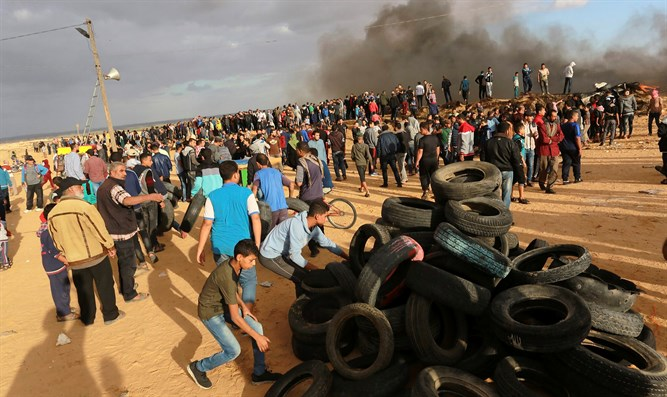 Hamas riots on Gaza border
