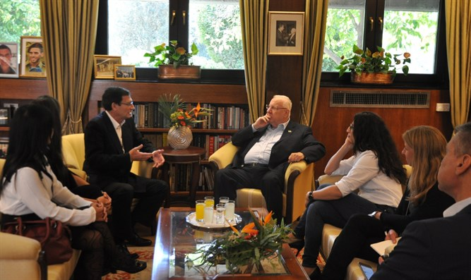 President Rivlin meets Knoll family