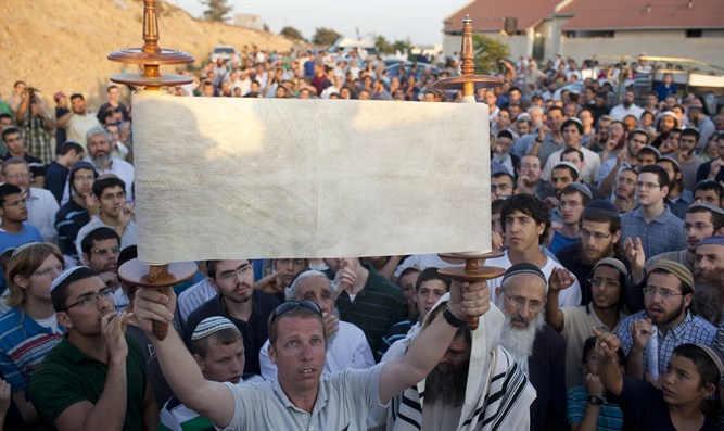 Raising the banner of Torah in Bet El
