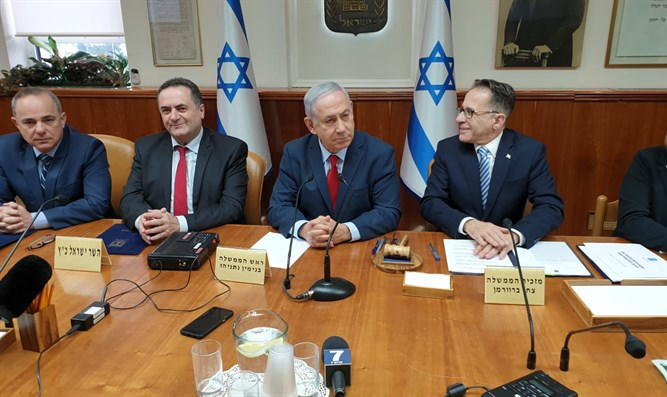 Netanyahu at cabinet meeting, today