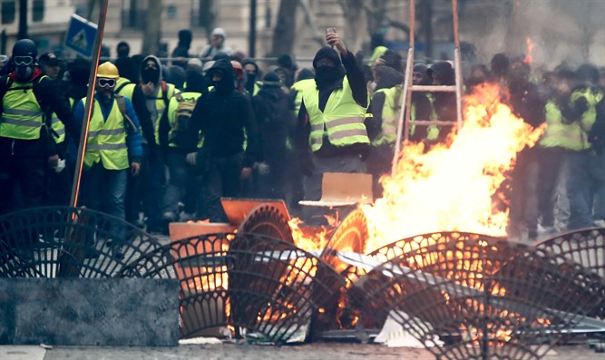 """Yellow vests"" protest in Paris"