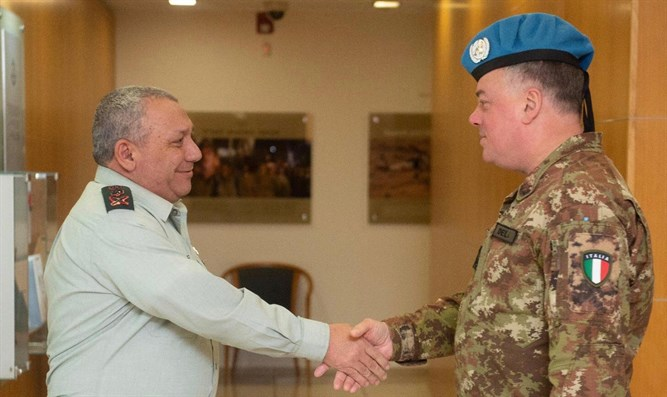 IDF Chief of Staff Eisenkot (left) meets with Head of Mission of UNIFIL